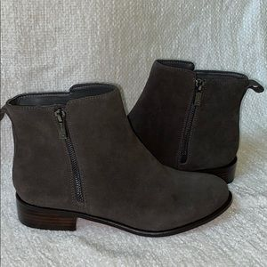   NWOT   Jessica Simpsons Suede Ankle Boot